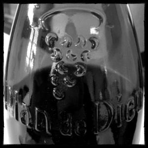 La bouteille dédiée de l'appellation Plan de Dieu
